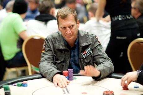 Опериран от херния играе онлайн покер до 4 сутринта...