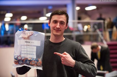 2015 PokerNews Cup Main Event Day 1a: Pavlo Tormozov Bags Biggest Stack
