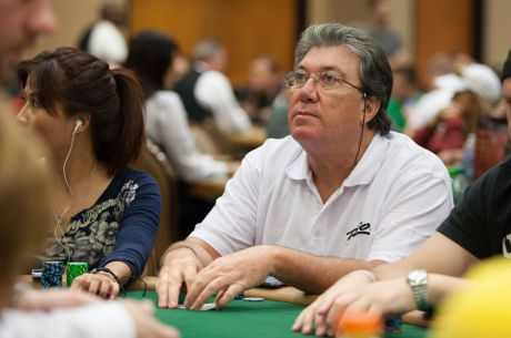 Fernando Brito Avança ao Dia 2 do Evento #8: $1,500 Pot-Limit Hold'em
