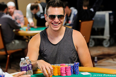 Profikkal zsúfolt hajrá a WSOP $10.000-os NLH 6-Handed eventjén