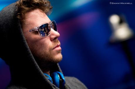 2015 World Series of Poker:  Kevin MacPhee holt 1. Bracelet
