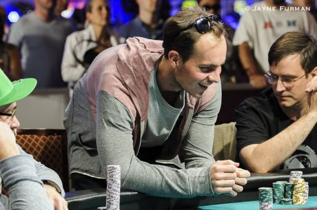 Standing After Betting: A Potential Poker Tell At the WSOP