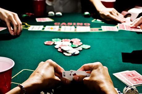 Cinco Detidos em Café de Matosinhos por Jogarem Poker a Dinheiro