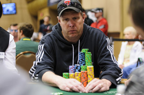 Hold'em with Holloway, Vol. 71: How to Amass a Big Stack Early in a Poker Tournament