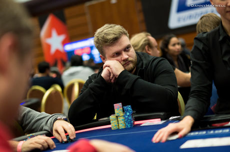 Henrik Hecklen na Frente do Dia 1A do Main Event do EPT de Praga