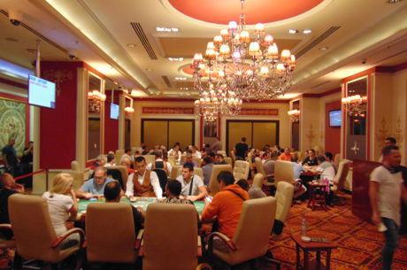 Ασφυκτικά γεμάτη η αίθουσα των cash games στο Princess Casino με...