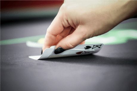 Avem 30 de blinduri in turneu. Riscam totul cu AK versus un 3-bet all-in?