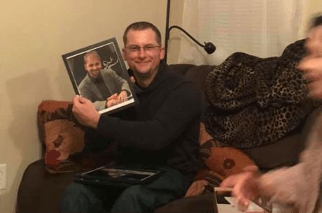 Sotia unui fan al pokerului ii face acestuia un cadou neasteptat. Ce urmeaza e impresionant