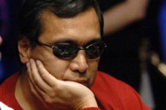 Pokerspieler denkt nach