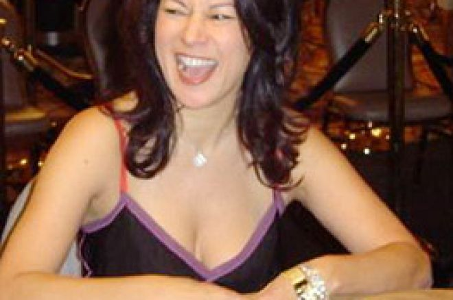 "Jennifer Tilly决定要卫冕世界扑克巡回赛""女士之夜""头衔 0001"
