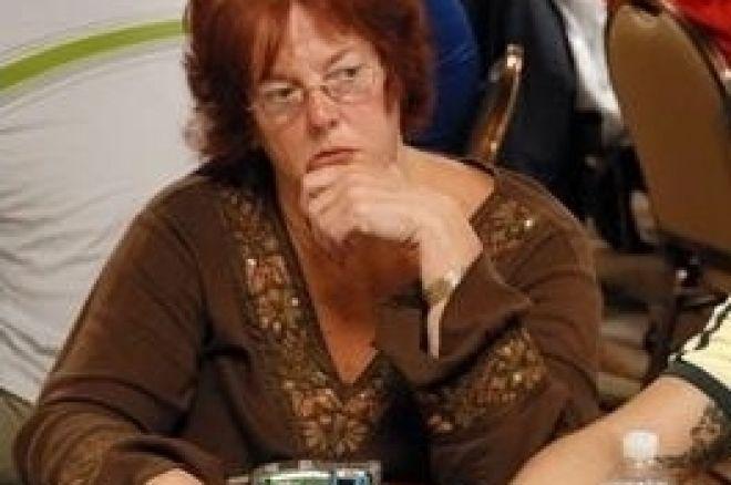 女性のポーカースポットライト- Linda Johnson 0001