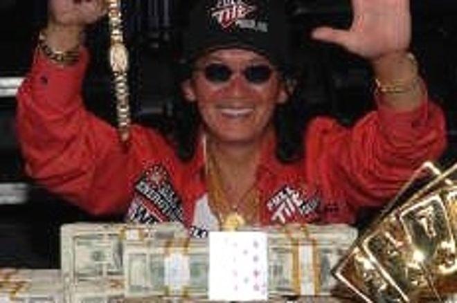 WSOP 2008 $50,000 H.O.R.S.E. Event #45 Finále: Scotty Nguyen získává pohár 0001
