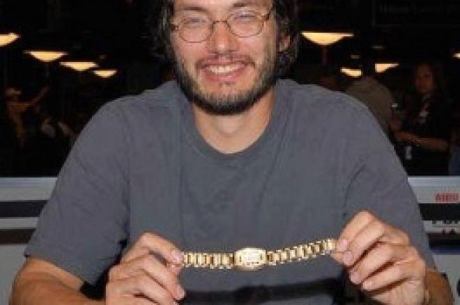 2008 WSOP Събитие #51, $1,500 H.O.R.S.E. Ден 3: Hellmuth Изпуска 12та... 0001