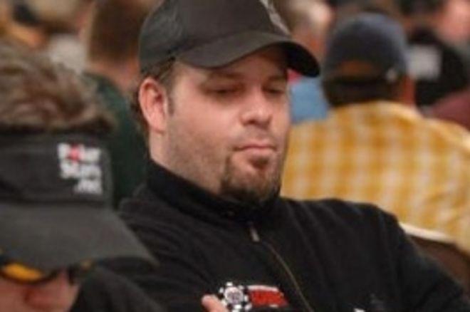 2008 WSOP $10,000 NLHE Championship, Ден 2B: Peter Biebel Води, Груди... 0001