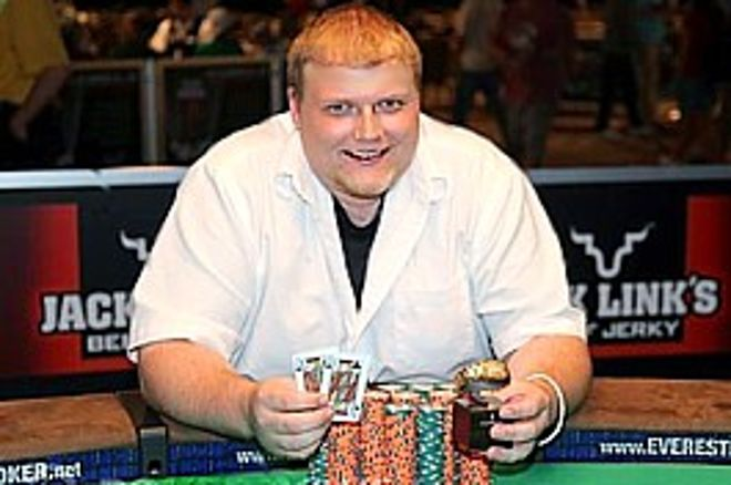 2009 WSOP: Event #13, $2,500 No-Limit Hold'em - Keven Stammen získává první náramek 0001