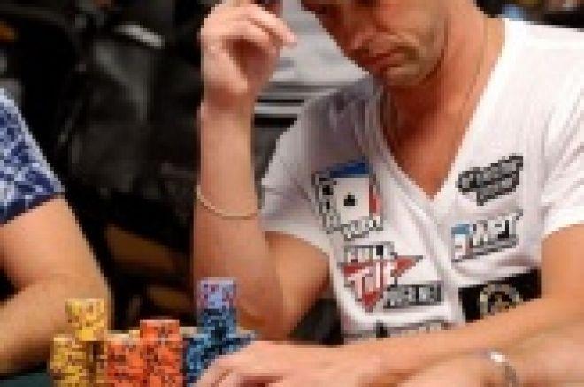 2009 WSOP päätapahtuma: Eric Cloutier päivän 2a johdossa 0001