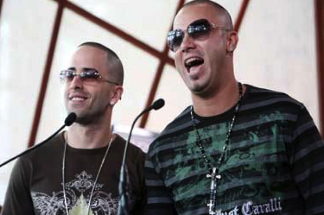 Reggaeton duo naast Benicio del Toro en 50 cent in pokerfilm 0001