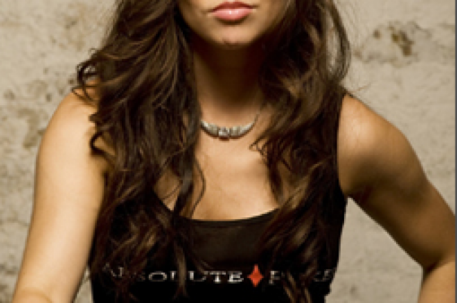 Liv Boeree Влиза в Team Ultimate Bet 0001