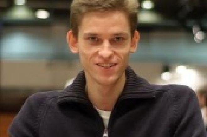 Jan Škampa chipleaderem na finálovém stole EPT Praha 0001