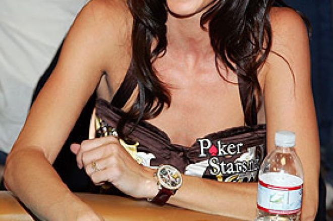 Shannon Elizabeth medverkar i World Team Poker 0001