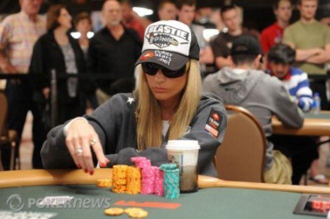 2010 World Series of Poker Ден 23: Vanessa Rousso сред последните осем... 0001
