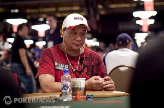2010 World Series of Poker, Día 42: Jesper Hougaard, Cole South y Johnny Chan entre los... 0001
