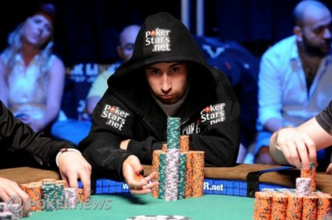 2010 World Series of Poker 메인 이벤트, Jonathan Duhamel 괴물 스택으로 헤즈업 0001