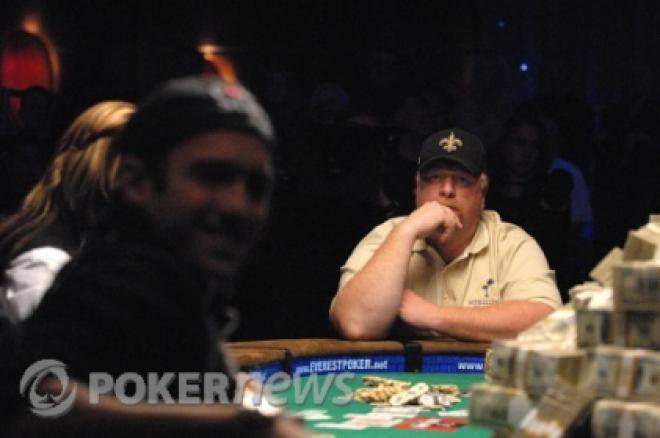 Darvin Moon сече дърва и инвестира покер пари