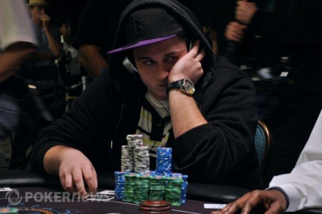 PCA: Chris Oliver hatalmas zsetonelőnnyel kezdi a döntő asztalt 0001