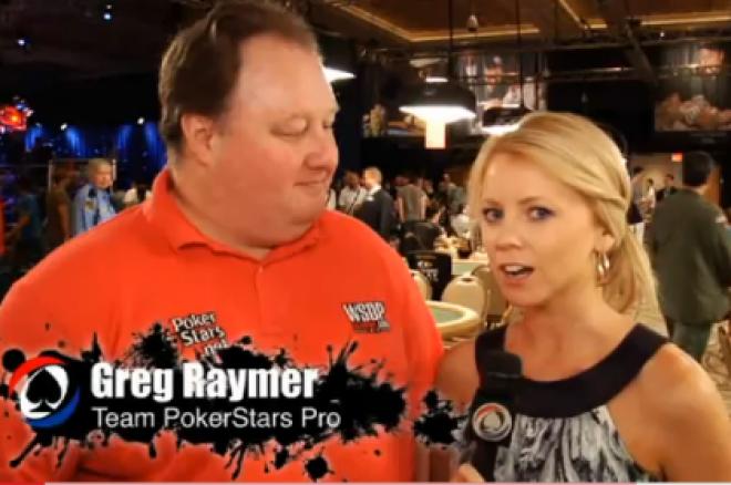 Лин Гилмартин интервюира Грег Реймър по време на WSOP 2010
