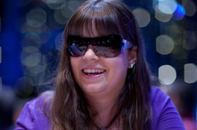 Annette Obrestad potpisuje za Full Tilt Poker 0001