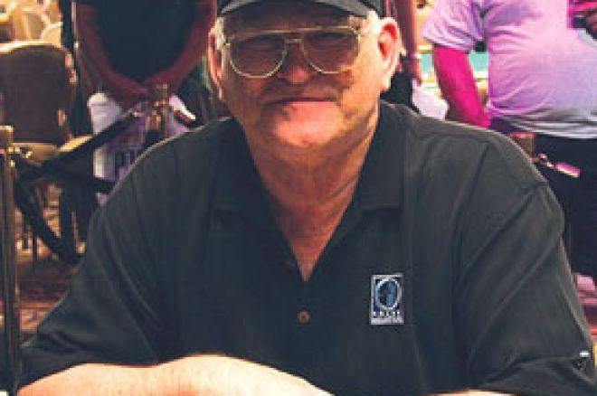 T.J. Cloutier stavio svoju 2005. WSOP narukvicu na aukciju sa $5.000 No-Limit- Holdem eventa 0001