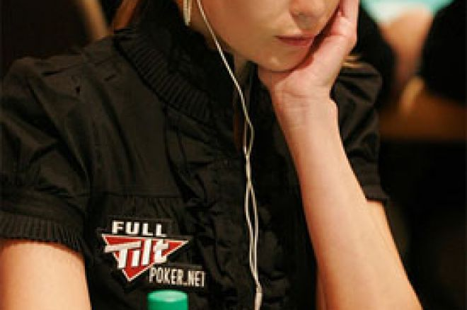 Erica Schoenberg nominovana za najseksipilniju ličnost u Svetu Pokera u 2010. 0001