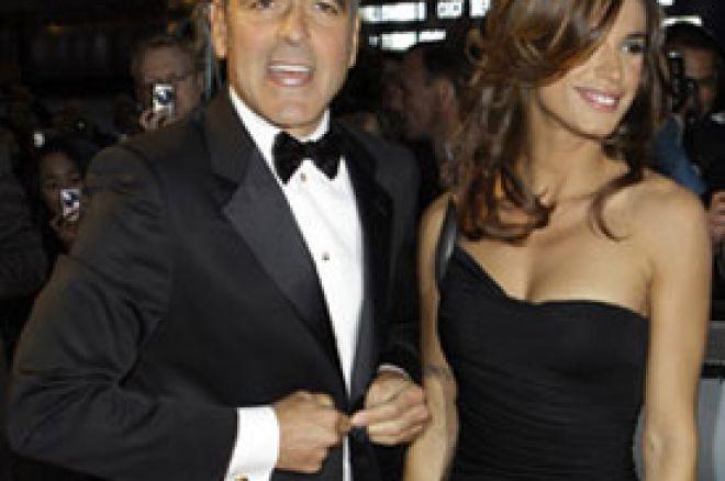 Džorž Kluni stavlja poker ispred Elizabet 0001