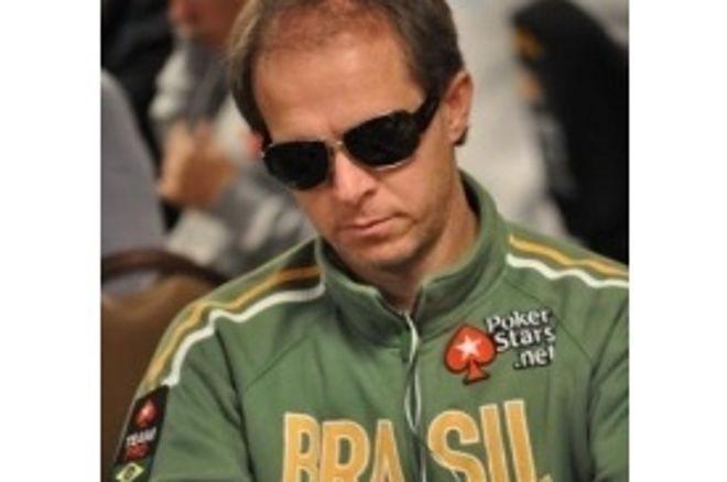 WSOP 2010 Main Event: A chip and chair by Gualter Salles 0001