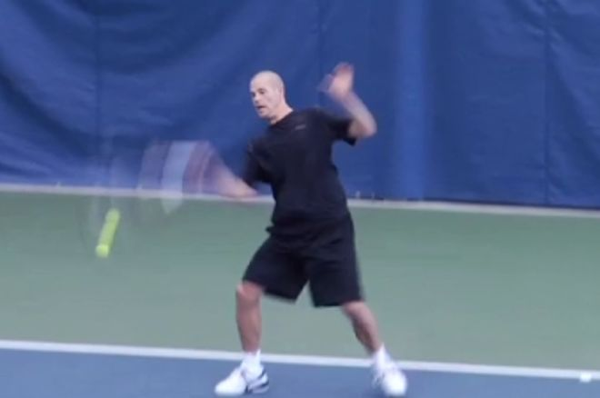 Antonius lemosta a teniszpályáról Brandon Adamset 0001