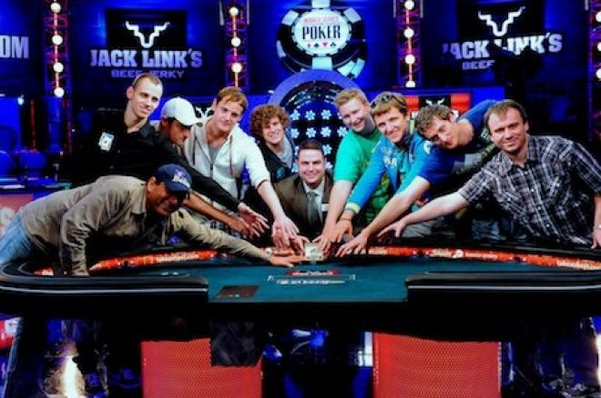 2011 WSOP Final Table Kicks Off! 0001