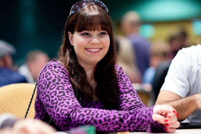 Annette Obrestad signerer avtale med Poker Royalty 0001