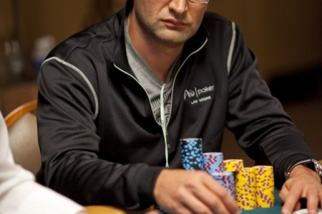 """2012 WSOP: Růžička na 28. místě, """"Kouzelník"""" Esfandiari předvádí svůj um 0001"""
