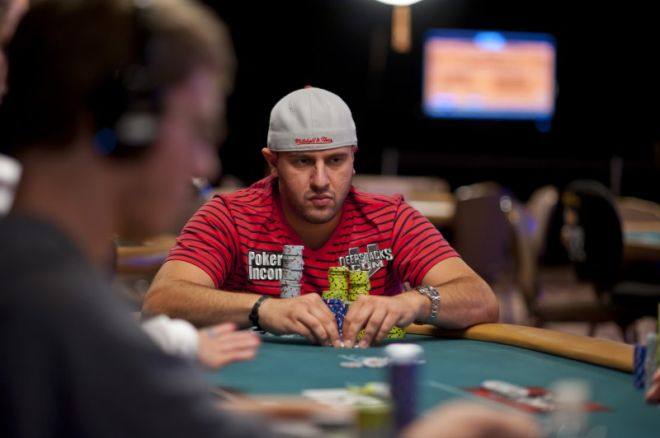 2012 World Series of Poker Dag 20:Obrestad ute av #28, Michael Mizrachi leder #30 0001