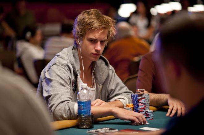 Виктор Блом води по чипове след края на Ден 3 в  $50,000... 0001