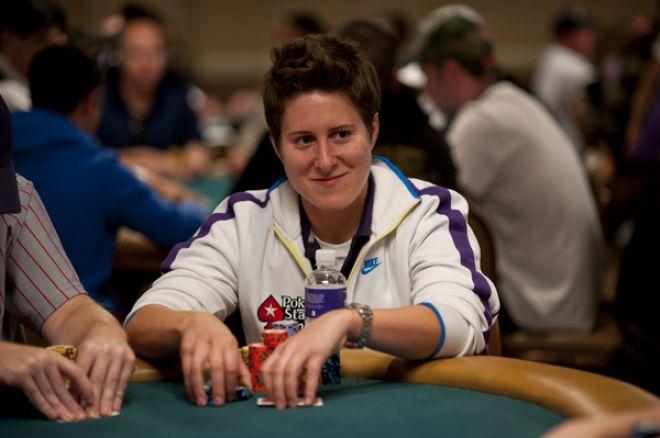 World Series of Poker dzień 47: D'Alesandro prowadzi przed bubblem, Selbst wysoko 0001