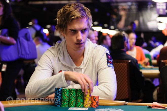 "Phil Galfond hyller ""Isildur1"" som ""The Man, The Myth, The Legend"" innen poker 0001"