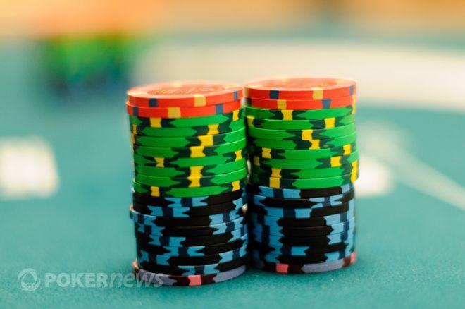 Stratégie poker : Bluffer en étant le relanceur initial