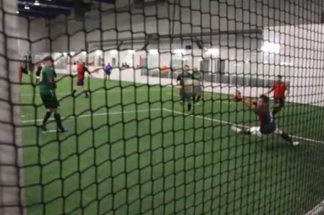 Equipa de Futebol de Jeff Gross, Tim Adams e Kristy Arnett Brilha em Campo! 0001