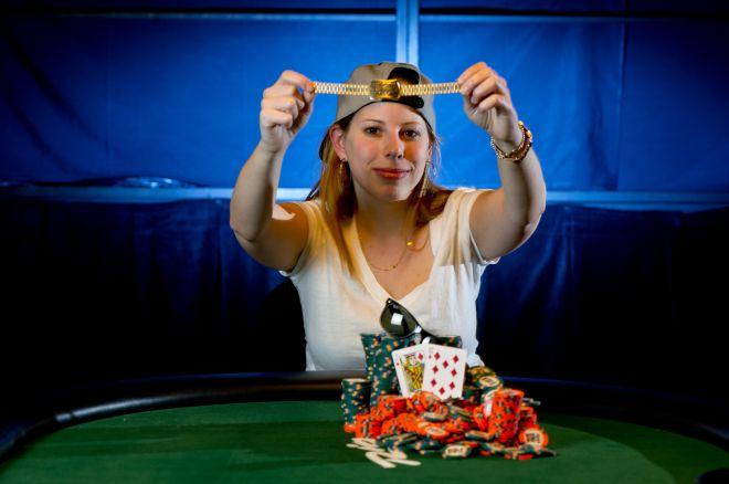 Dar viena mergina laimi WSOP auksinę apyrankę 0001