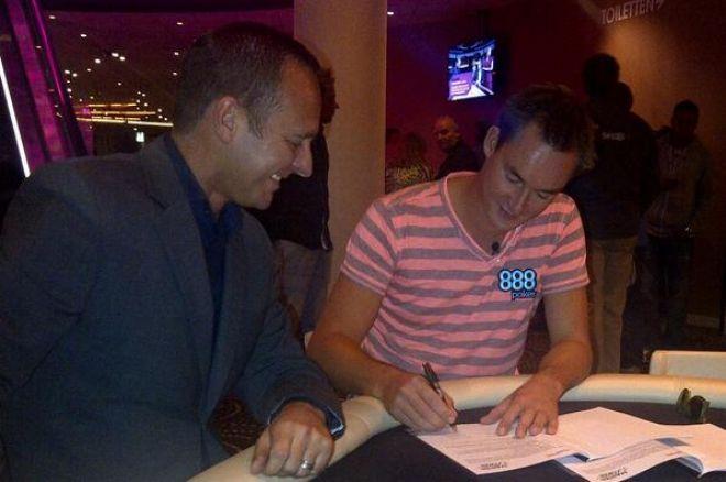 Michiel Brummelhuis tekent als ambassadeur van de Master Classics of Poker