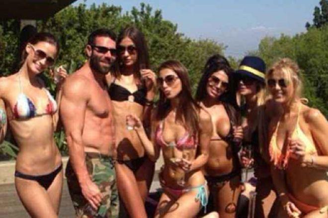 Bilzerian rodeado de chicas