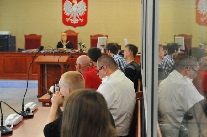Uczestnicy urodzinowego turnieju pokerowego stanęli wczoraj przed sądem w Szczecinie! 0001