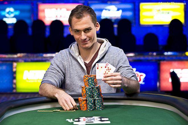 Pokerio profesionalas Justinas Bonomo pagaliau pasidabino pirmąja WSOP apyranke 0001